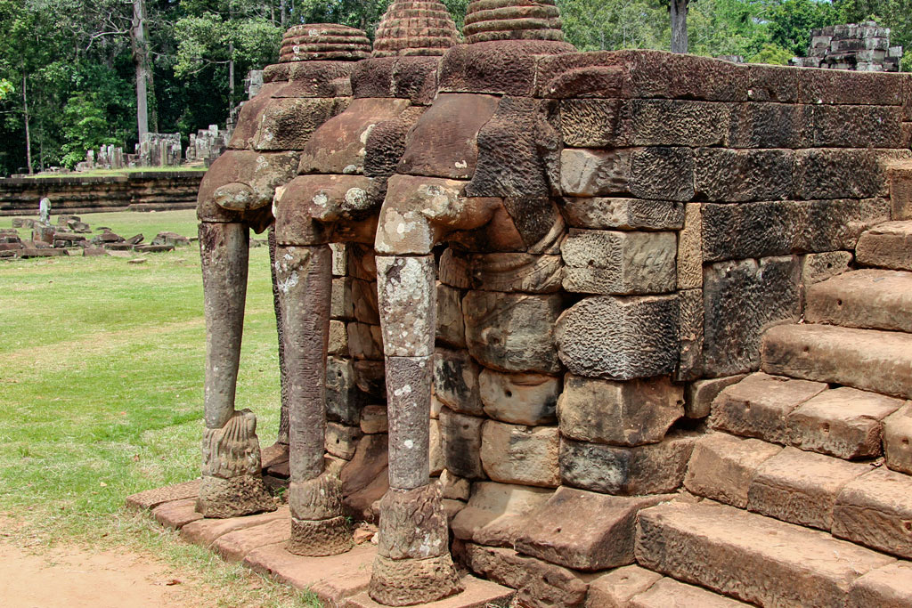 terrace-elephants-angkor-area